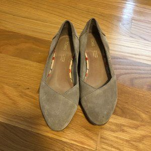 TOMS Taupe Grey  Suede Women's Julie Flats Size 9